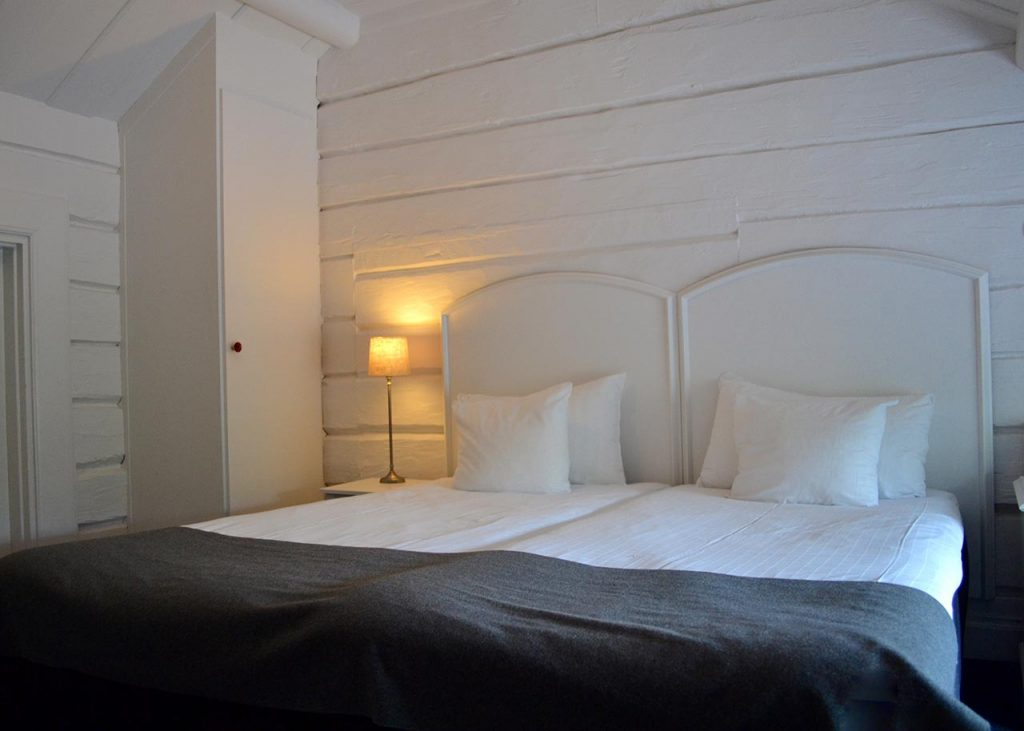 Standardrum säng
